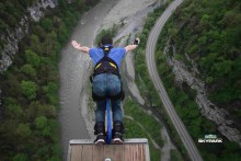 Космонавт прыгнул с высоты 207 метров в Скайпарк Сочи!